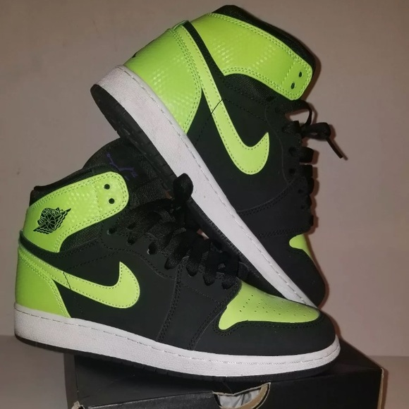 c7a34d25342d Jordan Shoes - Rare Air Jordan 1 Retro High Black Green White